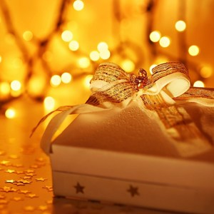 Square_holiday-gift-box-wallpapers-1